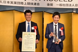 (左:本多コーチ、右:石川選手)